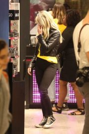 Halsey Out and About in Brazil 2018/06/08 4