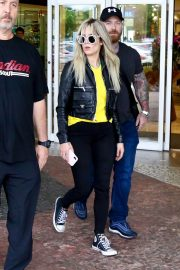 Halsey Out and About in Brazil 2018/06/08 12