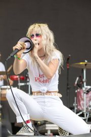 Hayley Williams Performs at Bonnaroo Music and Arts Festival in Manchester 2018/06/08 2