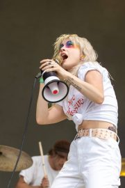 Hayley Williams Performs at Bonnaroo Music and Arts Festival in Manchester 2018/06/08 4