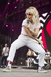 Hayley Williams Performs at Bonnaroo Music and Arts Festival in Manchester 2018/06/08 8