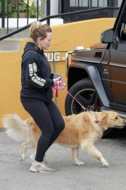 Hilary Duff Out with Her Dog in Studio City 2018/05/31 7