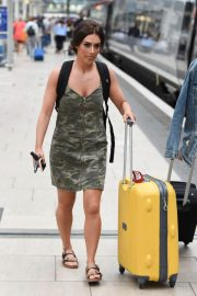 Isabel Hodgins at Manchester Piccadilly Train Station 2018/06/02 7