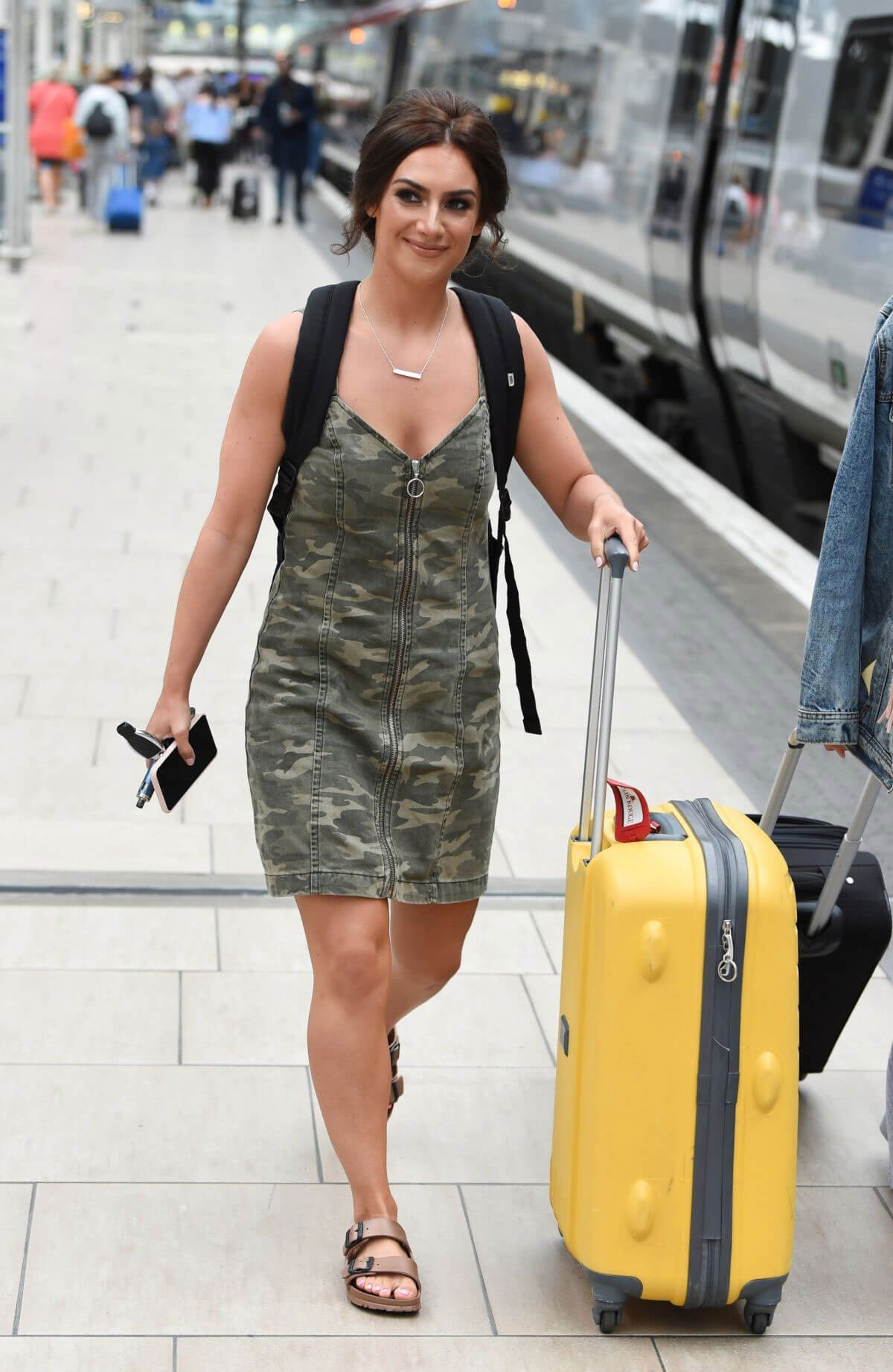 Isabel Hodgins at Manchester Piccadilly Train Station 2018/06/02 8
