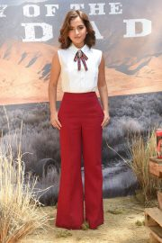 Isabela Moner at Sicario: Day of the Soldado Photocall in Los Angeles 2018/06/14 5