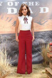 Isabela Moner at Sicario: Day of the Soldado Photocall in Los Angeles 2018/06/14 8