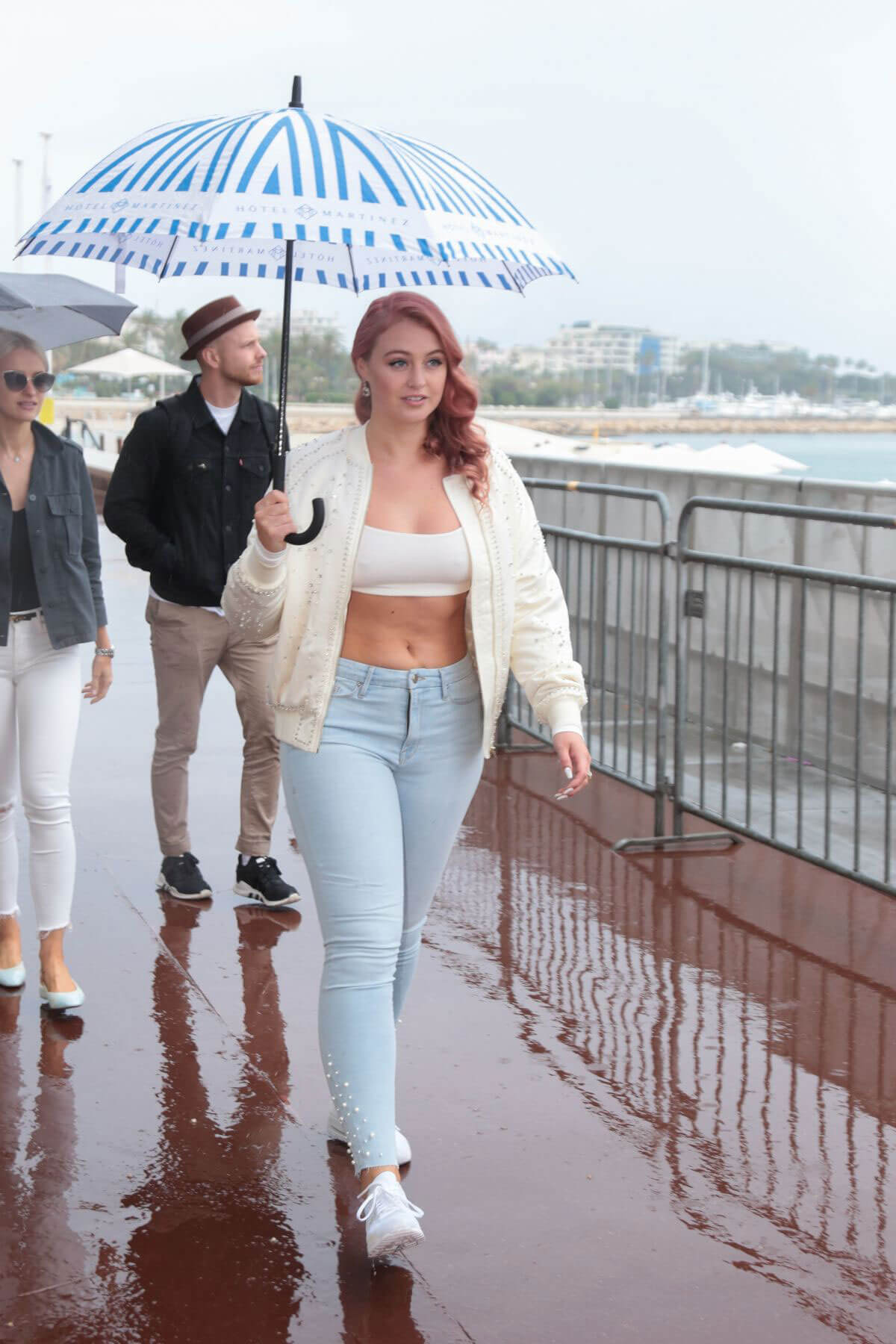 Iskra Lawrence Out on Croisette in Cannes 2018/05/13 1