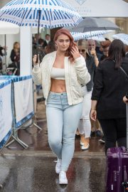 Iskra Lawrence Out on Croisette in Cannes 2018/05/13 7