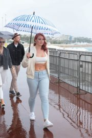 Iskra Lawrence Out on Croisette in Cannes 2018/05/13 9