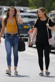 Jacqueline Jossa Shopping at Blue Water Shopping Centre in London 2018/06/21 5