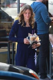 Jaime King Out for Iced Coffees in Los Angeles 2018/06/05 5