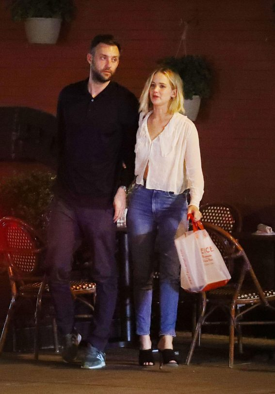 Jennifer Lawrence and Cooke Maroney Out for Dinner in New York 2018/06/21 1