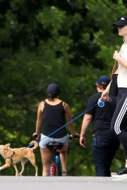 Jennifer Lawrence Out wih Her Dog in Central Park in New York 2018/06/10 7