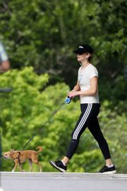 Jennifer Lawrence Out wih Her Dog in Central Park in New York 2018/06/10 8