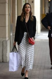 Jessica Alba Shopping at Robert Clergerie and Roger Gallet in Paris 2018/06/12 3