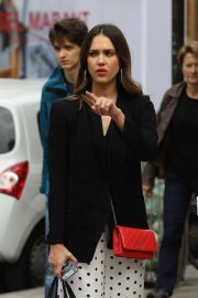Jessica Alba Shopping at Robert Clergerie and Roger Gallet in Paris 2018/06/12 4