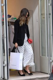 Jessica Alba Shopping at Robert Clergerie and Roger Gallet in Paris 2018/06/12 5