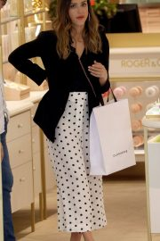 Jessica Alba Shopping at Robert Clergerie and Roger Gallet in Paris 2018/06/12 7