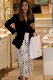 Jessica Alba Shopping at Robert Clergerie and Roger Gallet in Paris 2018/06/12 8