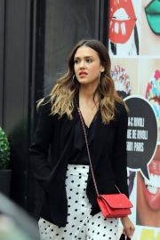 Jessica Alba Shopping at Robert Clergerie and Roger Gallet in Paris 2018/06/12 10