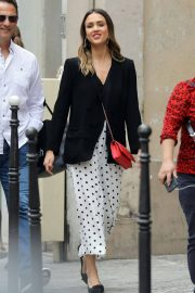 Jessica Alba Shopping at Robert Clergerie and Roger Gallet in Paris 2018/06/12 16