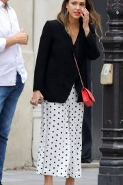 Jessica Alba Shopping at Robert Clergerie and Roger Gallet in Paris 2018/06/12 17