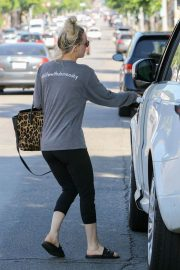 Kaley Cuoco Out and About in Studio City 2018/06/06 3
