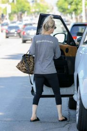 Kaley Cuoco Out and About in Studio City 2018/06/06 4