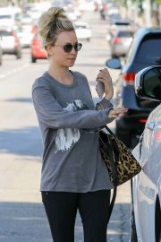 Kaley Cuoco Out and About in Studio City 2018/06/06 8