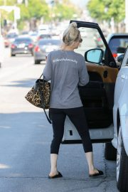 Kaley Cuoco Out and About in Studio City 2018/06/06 10