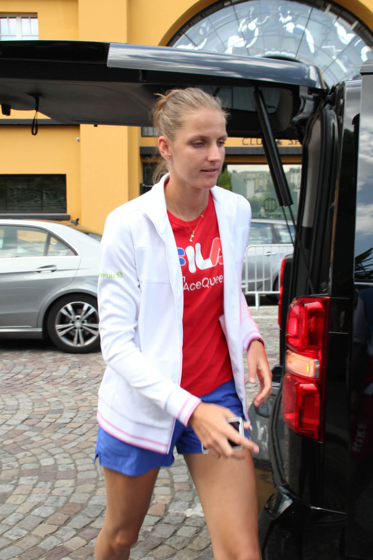 Karolina Pliskova Arrives at Roland Garros in Paris 2018/05/30 3