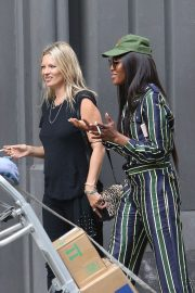 Kate Moss and Naomi Campbell Take in a Smoke in New York 2018/06/07 1