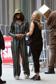 Kate Moss and Naomi Campbell Take in a Smoke in New York 2018/06/07 5
