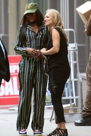 Kate Moss and Naomi Campbell Take in a Smoke in New York 2018/06/07 6
