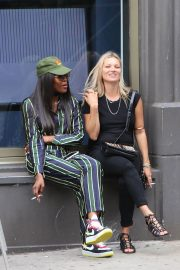 Kate Moss and Naomi Campbell Take in a Smoke in New York 2018/06/07 7