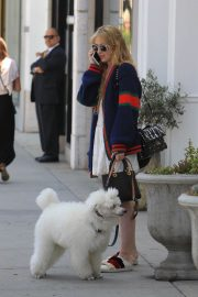 Kathryn Newton Out with Her Dog on Rodeo Drive in Beverly Hills 2018/06/20 2