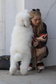 Kathryn Newton Out with Her Dog on Rodeo Drive in Beverly Hills 2018/06/20 7