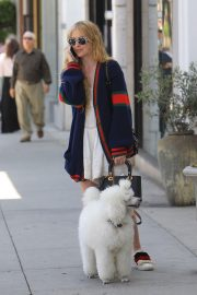 Kathryn Newton Out with Her Dog on Rodeo Drive in Beverly Hills 2018/06/20 9