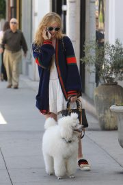 Kathryn Newton Out with Her Dog on Rodeo Drive in Beverly Hills 2018/06/20 12