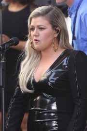 Kelly Clarkson Performs at Today Show Concert Series in New York 2018/06/08 1