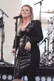 Kelly Clarkson Performs at Today Show Concert Series in New York 2018/06/08 11