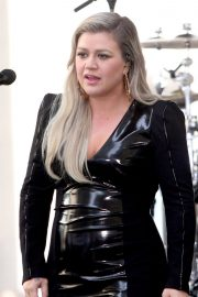 Kelly Clarkson Performs at Today Show Concert Series in New York 2018/06/08 12