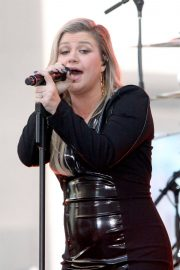 Kelly Clarkson Performs at Today Show Concert Series in New York 2018/06/08 13