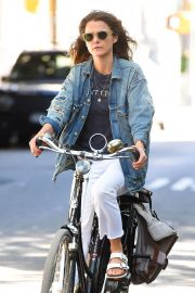 Keri Russell Riding a Bike Out in New York 2018/06/12 1
