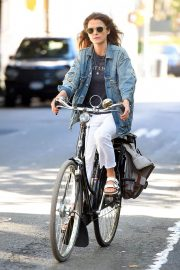 Keri Russell Riding a Bike Out in New York 2018/06/12 2
