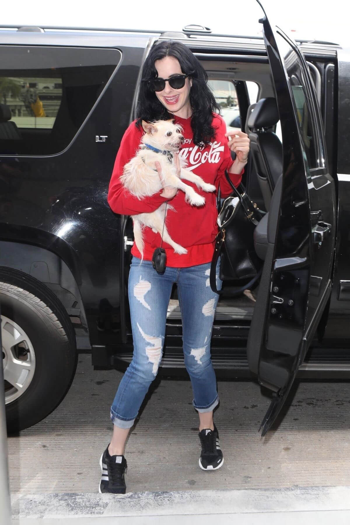 Krysten Ritter with Her Dog at Los Angeles International Airport 2018/06/04 17