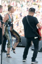 Lauren Alaina at 2018 CMA Festival at Chevy Riverfront Stage in Nashville 2018/06/07 5