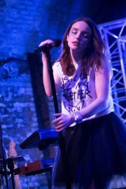 Lauren Mayberry Performs at House of Vans in London 2018/05/25 4