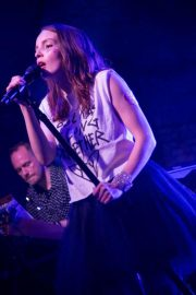 Lauren Mayberry Performs at House of Vans in London 2018/05/25 7