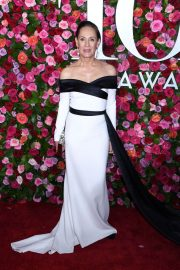 Laurie Metcalf at 2018 Tony Awards in New York 2018/06/10 12